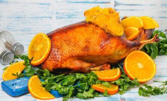 Гусь, запечённый с апельсинами и яблоками – пошаговый рецепт с фото