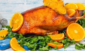 Гусь с апельсинами и яблоками – пошаговый рецепт с фото