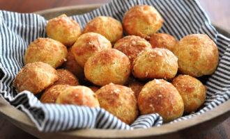 Сырные булочки из дрожжевого теста – пошаговый рецепт с фото