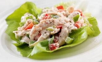 Салат с кальмарами и курицей «Дальневосточный» – пошаговый рецепт