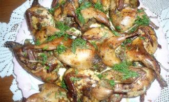 Фаршированные перепела в духовке в винно-чесночном маринаде – пошаговый рецепт с фото