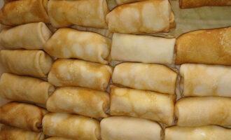 Блинчики с начинкой из скумбрии со сметаной и луком – пошаговый рецепт с фото